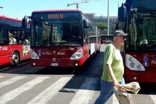 """Sui bus di Roma si muore di caldo: """"250 impianti di aria condizionata rotti in un giorno"""""""
