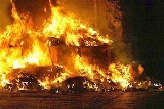 Cassonetti dei rifiuti in fiamme: 50 in pochi giorni, picco la notte di Capodanno