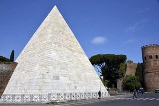 Perché una piramide a Roma? La spiegazione in una visita guidata