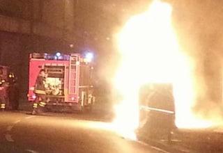 Balduina, 25enne sorpreso a dare fuoco ai cassonetti in viale delle Medaglie D'Oro: arrestato
