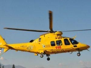 Incidente sulla A12 scontro auto feriti soccorso eliambulanza