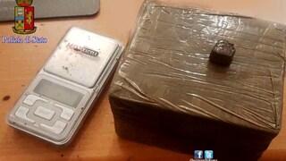 Tor Bella Monaca, piove hashish dal balcone: arrestati due fratelli in via dell'Archeologia