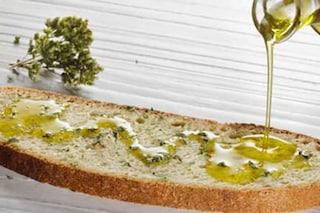 Olio extravergine d'oliva contraffatto, mischiato con clorofilla e venduto ai ristoranti di Roma