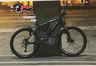 Roma, ruba bici da 1500 euro nel quartiere Prati: arrestato 61enne con precedenti