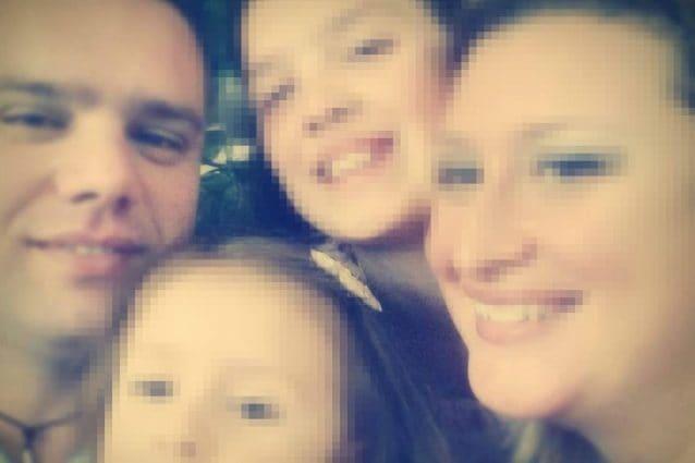 La famiglia riunita: Antonio Capasso, la moglie e le due figlie di 8 e 14 anni