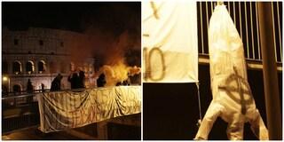 """Macerata: manichini """"fascisti"""" appesi a testa in giù al Colosseo"""