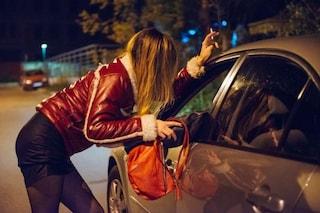 Roma, prostituta chiude il cliente in balcone e lo rapina: arrestata, è caccia ai complici