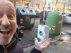 Una delle fotografie postata dal comico Maurizio Battista su Facebook