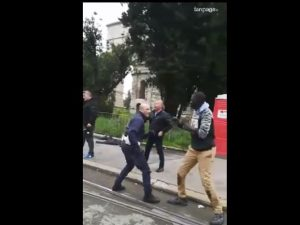 Un fotogramma del video della scazzottata a Porta Maggiore