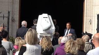 """A Roma i funerali di Pamela Mastropietro, la commozione degli amici: """"Manchi ma ci sei"""""""