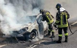 Incendio sulla Tangenziale Est, auto in fiamme: conducente ferito è grave