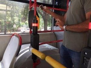 I tornelli installati a bordo di alcuni bus