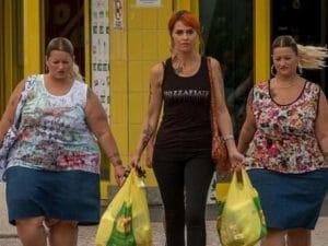 Le gemelle di 'Come un gatto in tangenziale' con Paola Cortellesi in un scena del film