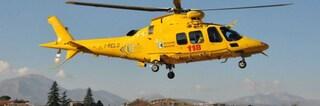 Pomezia, ciclista travolta da un'auto: soccorsa in elicottero è in condizioni disperate