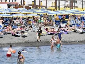 foto di repertorio – la spiaggia di Ostia