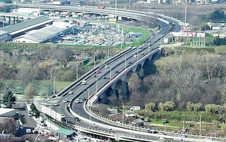 """Lavori bloccati sul viadotto della Magliana: """"Manca un pezzo"""". E ogni giorno il traffico è in tilt"""