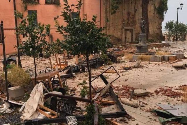 Il centro storico di Terracina distruttto dalla tromba d'aria. Foto Facebook