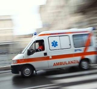 Roma, macchina travolge un motociclista in zona Ostiense: l'uomo è in gravi condizioni