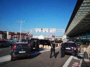 I controlli dei carabinieri all'aeroporto di Fiumicino. [Immagine di repertorio]