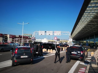 Fiumicino, latitante catturato in aeroporto con documenti falsi: era evaso dal carcere