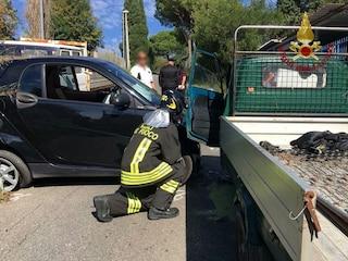 Incidente stradale a Gallese, scontro frontale tra furgone e Apecar: un morto