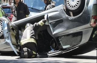 Roma, si ribalta con l'automobile: la colpa è del suo elegantissimo 'tacco 12'