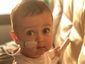 Il piccolo Alex, 18 mesi, affetto da una grave malattia genetica