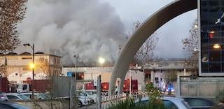 """Incendio al Tmb di Salario, Comune e Municipio: """"Tenete le finestre chiuse"""""""