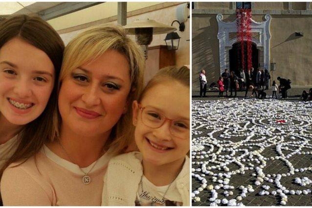 Alessia e Martina, le bimbe uccise dal papà. A destra le rose bianche per ricordarle nell'evento di Latinaknitcrochet