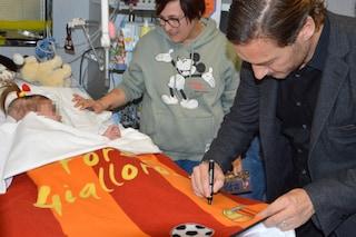 Francesco Totti ha visitato oggi i piccoli pazienti dell'ospedale Bambino Gesù