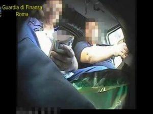 Rubano soldi dalle macchinette dei biglietti Atac: arrestate 11 guardie giurate