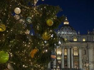 Albero Di Natale 8 Dicembre.Natale 2018 7 E 8 Dicembre San Pietro E Campidoglio Inaugurano Gli