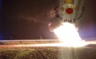 """Roma, oleodotto in fiamme, l'allarme inquinamento: """"Rischio contaminazione falde acquifere"""""""