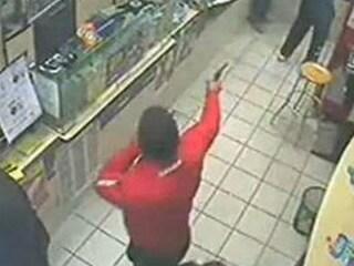 Il tabaccaio di Garbatella che ha dato una capocciata al rapinatore armato facendolo arrestare