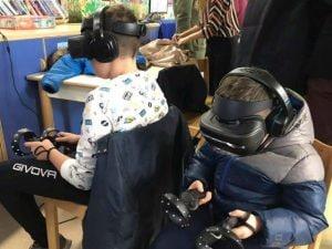 """I bambini impegnati nel """"Viaggio tra le stelle con la realtà virtuale"""" organizzato da Cuore Digitale al Bambin Gesù"""