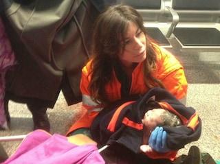 Fiocco azzurro a Fiumicino: passeggera partorisce in aeroporto il piccolo Adrian