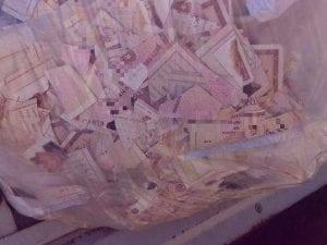 Un sacco pieno di carte di identità ritrovato a Roma in viale Palmiro Togliatti