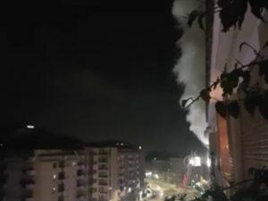 L'incendio nell'appartamento di via Tiburtina (Foto dal gruppo Facebook Beltramelli–Meda–Portonaccio)