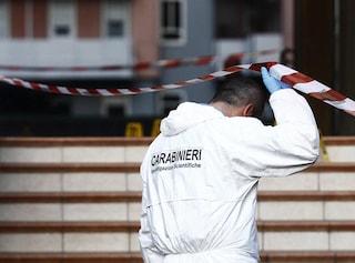 Guidonia, spari in un'abitazione: gambizzato il padre, ferito il figlio