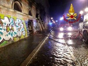Incendio nell'ex mattatoio a Testaccio, Roma. Foto Vigili del Fuoco di Roma