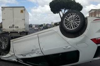 Roma, auto si ribalta in via del Tecnopolo: grave un ragazzo di 21 anni