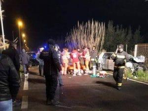 I soccorsi a lavoro sul luogo dell'incidente