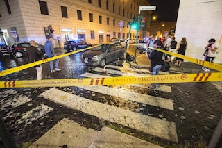 Roma, auto investe un uomo a Prati che non attraversa sulle strisce pedonali: è gravissimo