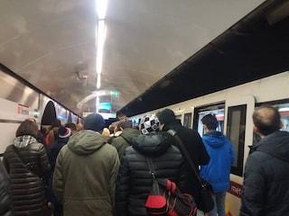 Metro A al collasso: circolazione interrotta tra Termini e Battistini, caos e disagi