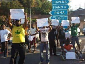 Protesta dei migranti ospiti del Cara di Castelnuovo di Porto nel 2014