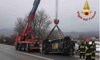 Paura sulla Salaria ad Amatrice: furgone si ribalta, ferito il conducente