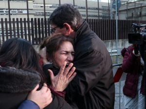 Marina, la mamma di Marco Vannini in lacrime all'uscita del tribunale