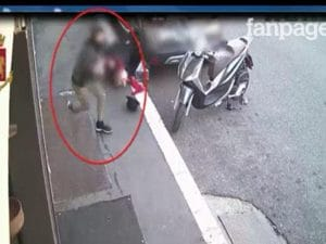 Ladro 17enne rapina una donna in strada e le provoca la rottura del femore
