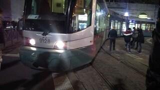 Roma, Tram 5 deraglia davanti alla stazione Termini