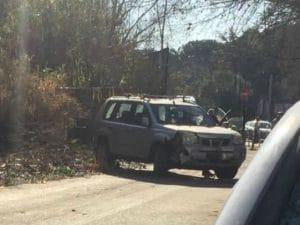 Incidente stradale su via della Magliana, suv invade pista ciclabile (Foto dal gruppo Facebook 'Sei della Magliana se…')